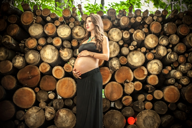 maternity photo in the woods